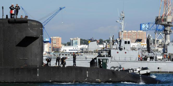 Un sous-marin de la marine française dans la rade de Toulon, en 2012.