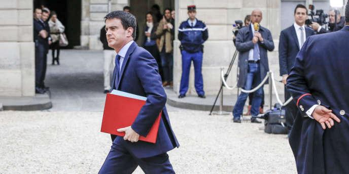 Manuel Valls se rend au conseil des ministres de son nouveau gouvernement, le 4 avril.