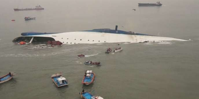 Le ferry englouti au large des côtes de la Corée du Sud, le 16 avril.