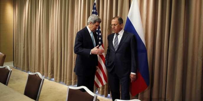 Le secrétaire d'Etat américain, John Kerry, et son homologue russe, Sergueï Lavrov, à Genève le 17 avril.
