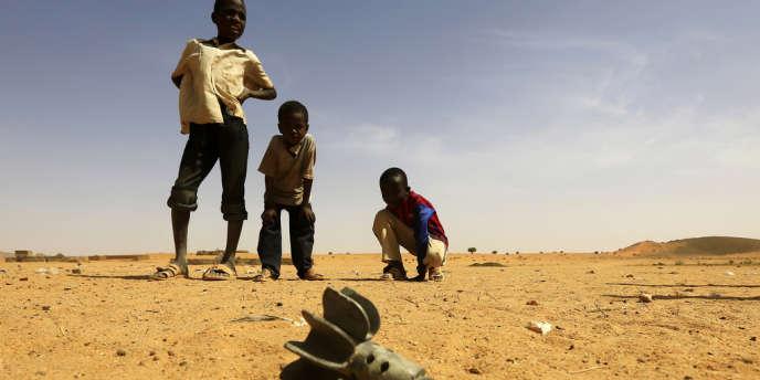 Un obus de mortier tombé près du camp d'Al-Abassi, au Darfour, le 30 mars.