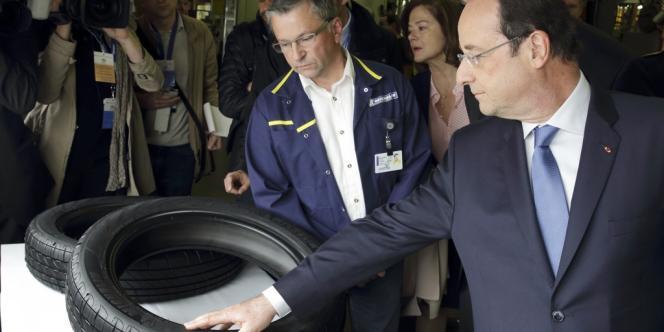 François Hollande lors d'une visite chez Michelin le 18 avril.