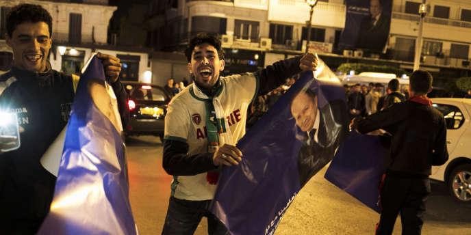 Comme prévu, dès 21 heures jeudi 17 avril, les supporters du président-candidat Bouteflika célébraient bruyamment la victoire en défilant dans les rues d'Alger.