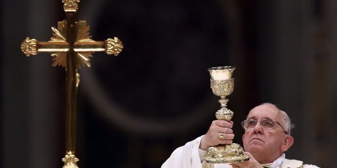 Au cours de son homélie commentant la Résurrection du Christ, Jorge Bergoglio a affirmé que Pâques signifiait « quelque chose de beau », « puiser une énergie nouvelle à la racine de notre foi ».