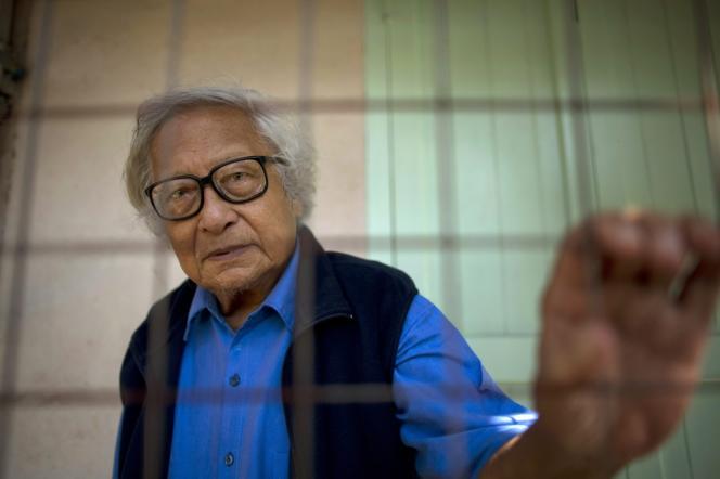 Emprisonné pendant dix-neuf ans pour son combat contre l'ancienne junte birmane, Win Tin avait cofondé la Ligue nationale pour la démocratie (LND) avec Aung San Suu Kyi.