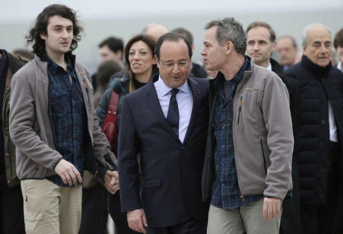 L'arrivée des ex-otages à Villacoublay, dimanche 20 avril.