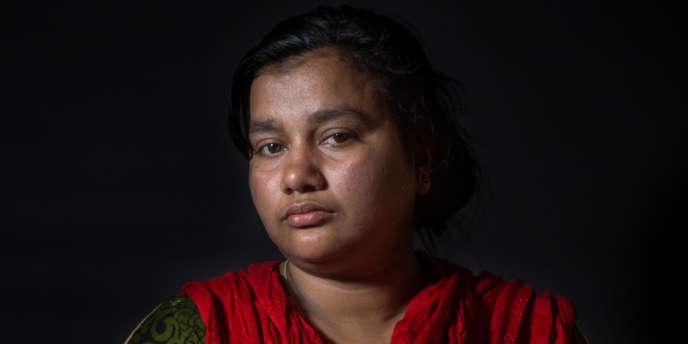 Shila Begum, une ouvrière du textile bangladaise de 25 ans, rescapée de la catastrophe du Rana Plaza du 24 avril 2013 qui a couté la vie à 1138 personnes et fait près de 2 000 blessés.