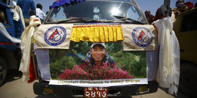 Un portrait d'Ankaji Sherpa, l'un des guides népalais enseveli dans l'avalanche meurtrière du 18 avril.