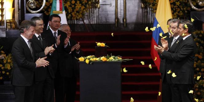 Les présidents colombien et mexicain ainsi qu'une foule nombreuse étaient rassemblés lundi à Mexico pour rendre hommage au Prix Nobel de littérature 1982, mort jeudi à l'âge de 87 ans.