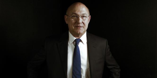 Michel Sapin, le 22 avril, dans son bureau du ministère des finances.