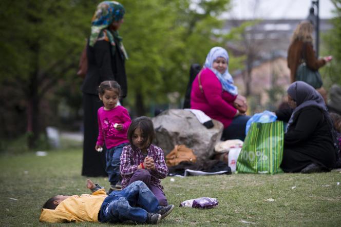 200 réfugiés syriens se sont installés dans un jardin public à Saint-Ouen.