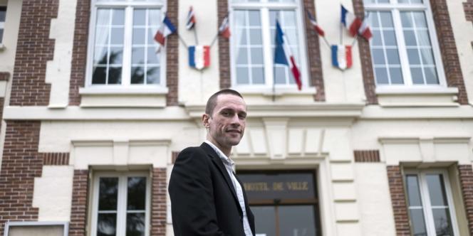 Cyril Nauth, a remporté le siège de maire avec 30,26% des suffrages et 61 voix d'avance sur la sortante socialiste Monique Brochot (29,35%).