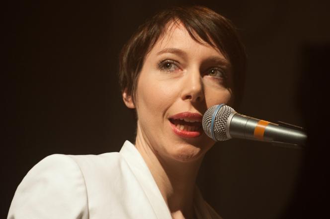 La chanteuse Jeanne Cherhal en concert au 38e Printemps de Bourges, le 24 avril 2014.