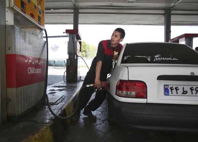 Du carburant de mauvaise qualité, a été produit sous la présidence de Mahmoud Ahmadinejad (2005-2013), dans les usines pétrochimiques iraniennes.