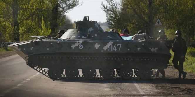 Des blindés et des hélicoptères ukrainiens stationnent autour de la ville depuis jeudi. L'éventualité d'un assaut a encore fait monter la tension.