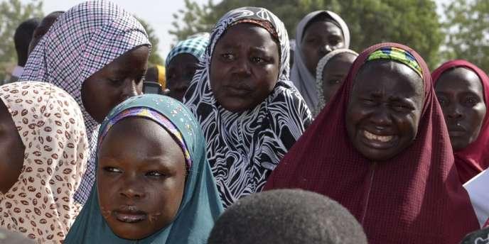 Des mères de jeunes lycéennes kidnappées à Chibok dans l'Etat de Borno, dans le nord-est du Nigeria, le 22 avril.
