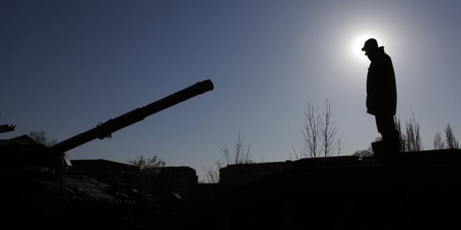 Malgré les mises en garde de la Russie, Kiev a lancé une opération militaire contre ce bastion prorusse. Deux hélicoptères ont été abattus.