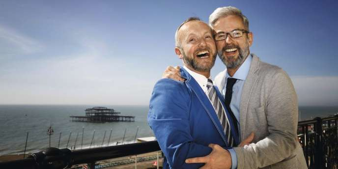 Le 29 mars,  à Brighton, Neil Allard et Andrew Wale furent les premiers homosexuels à s'unir légalement en Grande-Bretagne. -