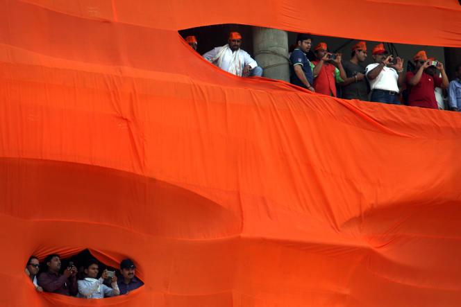 Des partisans du Bharatiya Janata Party, la droite nationaliste hindoue, le 24 avril, à Bénarès.