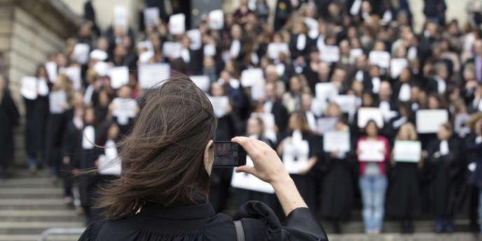 Manifestation de greffiers devant le Palais de justice de Paris, le 3 avril.