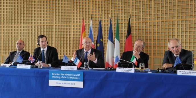 Les ministres des finances espagnol, britannique, français, italien et allemand, lundi 28 avril, à Paris.