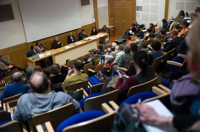 Lundi 28 avril, une partie des opposants à la secrétaire d'Etat à l'enseignement supérieur ont débattu pendant quatre heures de ce sujet brûlant pour les établissements à l'EHESS (Paris).