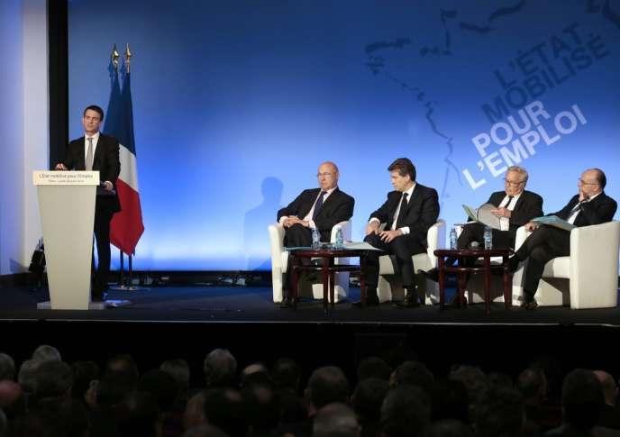 Manuel Valls lors de son discours avec les ministres des finances, de l'économie, du travail et de l'intérieur, pour défendre le pacte de responsabilité, le 28 avril.