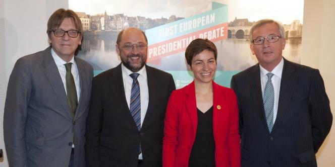 Quatre des candidats à la présidence de la Commission européenne : Guy Verhofstadt (centre), Martin Schulz (socialistes), Ska Keller (Verts) et Jean-Claude Juncker (conservateurs), réunis lundi 28 avril à Maastricht pour un débat électoral.