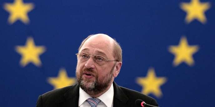 Les initiatives enjoignant le groupe audiovisuel public d'accorder plus de place à l'Europe dans ses programmes se multiplient avant les élections du 25 mai.