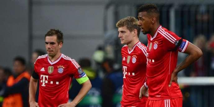 Le capitaine du Bayern, Philipp Lahm, et ses compatriotes Toni Kroos et Jérôme Boateng, trois joueurs allemands abattus après l'élimination du Bayern, mardi 29 avril.