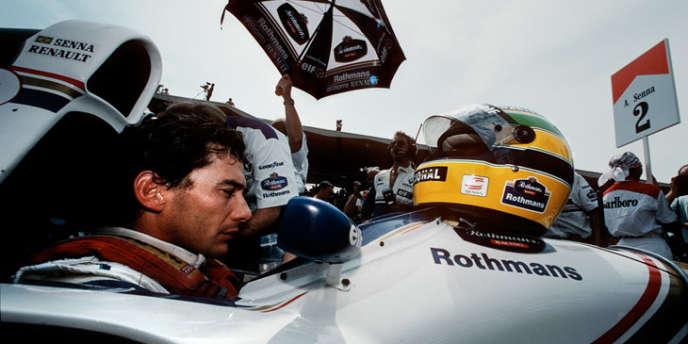 Ayrton Senna, juste avant de s'élancer au Grand Prix de Saint-Marin 1994, course qui lui sera fatale.