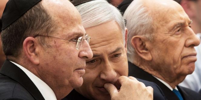 Le premier ministre israélien, Benyamin Nétanyahou, entouré du président Shimon Pérès et du ministre de la défense, Moshe Ya'lon, le 30 avril à Jérusalem.
