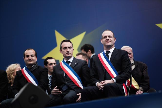 David Rachline, maire de Fréjus, Stéphane Ravier, maire du 7e secteur de Marseille, et Steeve Briois, maire d'Hénin-Beaumont, lors du rassemblement du Front national à Paris, le 1er mai.