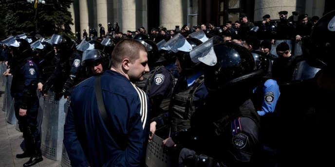 Manifestations du 1er-Mai à Kharkiv, dans l'est de l'Ukraine.