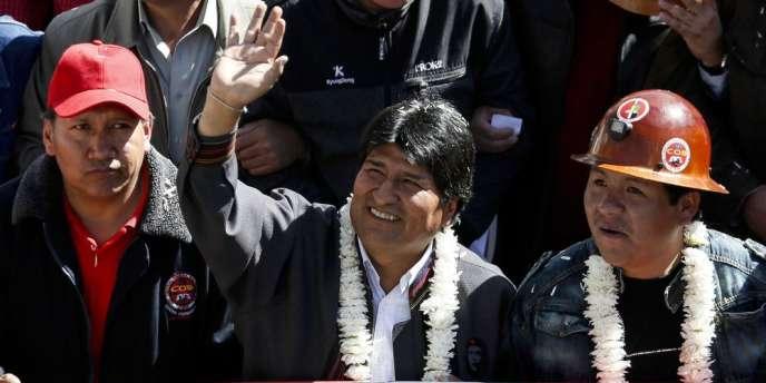 Le président d'origine indienne et ancien producteur de coca a également accordé une hausse de 10 % à tous les salariés du secteur public.