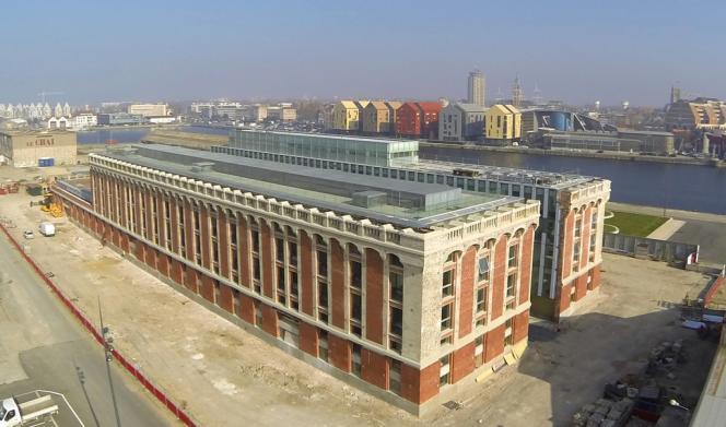 La Halle aux Sucres du port de commerce de Dunkerque était désaffectée depuis 1990.