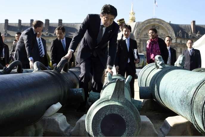 Shinzo Abe, le 5 mai aux Invalides, à Paris.