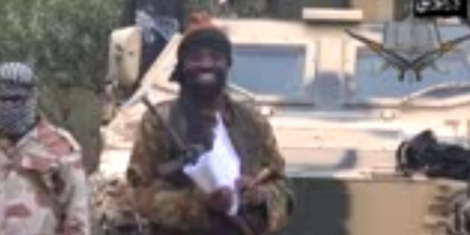 Le chef de Boko Haram, Abubakar Shekau, dans une vidéo où il évoque l'enlèvement des 233 jeunes filles, le 5 mai 2014.