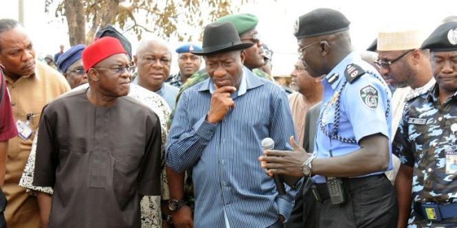 Le président Goodluck Jonathan, ici le 14 avril à Abuja, en a appelé au président américain Barack Obama pour aider son pays à résoudre ses graves problèmes de sécurité.