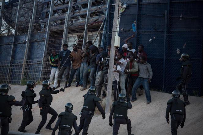 A Melilla, le 24 avril, «Le Monde» a assisté par hasard à un assaut de migrants tentant de franchir la barrière séparant le Maroc de l'enclave espagnole.