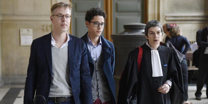 Wilfred de Bruijn et Olivier Couderc, aux côtés de leur avocate, le 6 mai au tribunal correctionnel de Paris.