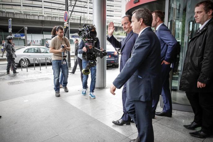 François Hollande sortant des locaux de BFM-TV mardi 6 mai.
