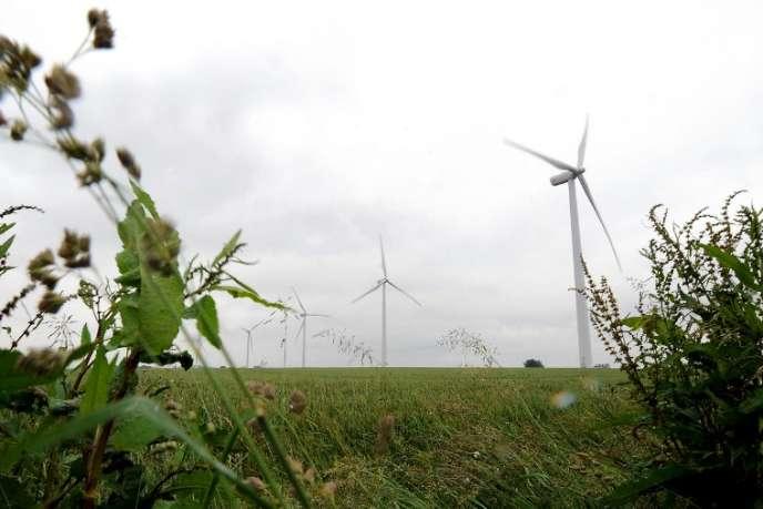Parc éolien des Longs Champs, à Fienvillers. Avec 730 parcs et 4 800 « moulins à vent », la France dispose de 8 200 MW (3,5 % de la production électrique).