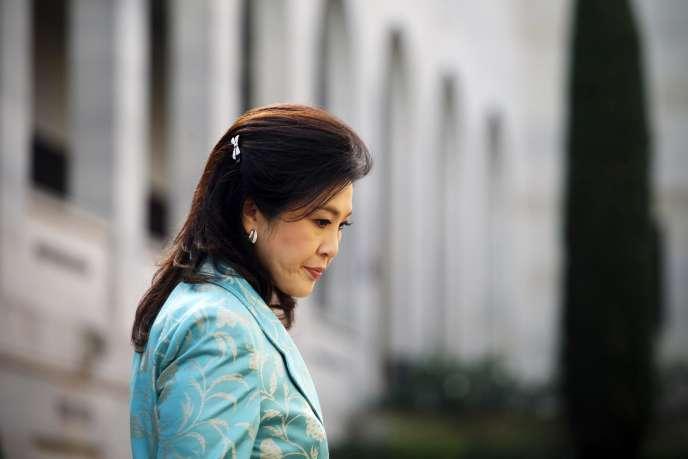 La Cour constitutionnelle a démis la première ministre thaïlandaise Yingluck Shinawatra de ses fonctions, mercredi, estimant qu'elle était coupable d'abus de pouvoir.