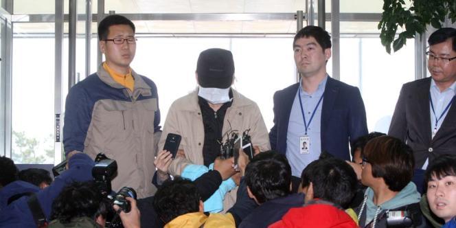 Kim Han-sik, directeur général de Chonghaejin Marine Co., devrait prochainement être inculpé pour « homicide involontaire » après le naufrage du « Sewol », qui a fait 302 morts ou disparus.