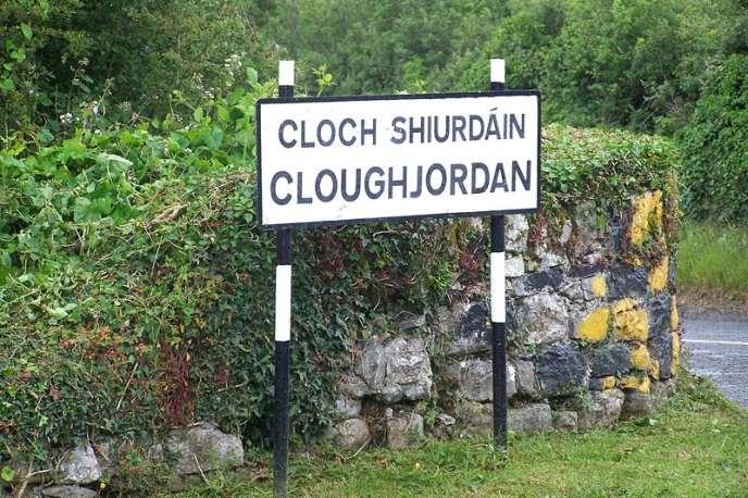 L'entrée du village irlandais de Cloughjordan qui s'est défini comme