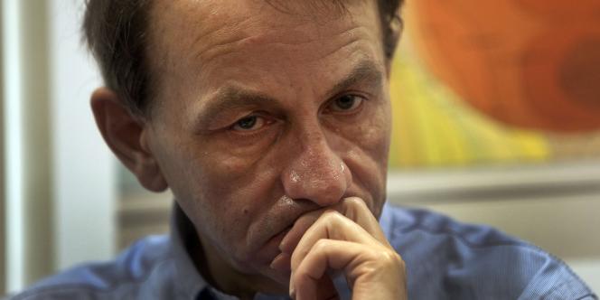 L'écrivain Michel Houellebecq lors d'une conférence de presse à Tel Aviv, le 31 mars 2011.