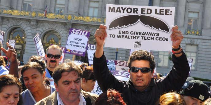 « Ed Lee, arrêtez de faire des cadeaux aux riches patrons des sociétés high-tech », demandent ces manifestants au maire de San Francisco, le 15 avril.