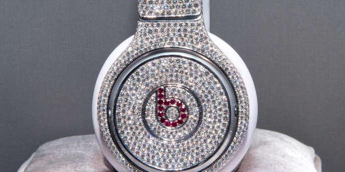 Un modèle d'écouteurs coproduit par Beats et le diamantaire Graff, présenté à New York en janvier 2014.