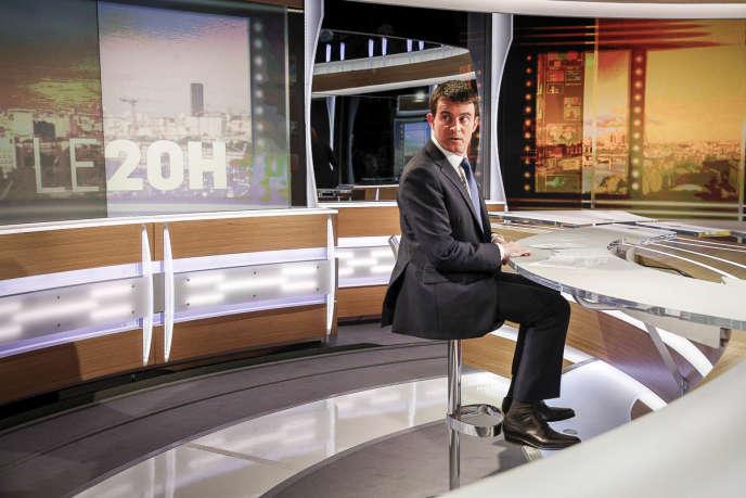 Invité du journal de TF1, dimanche 11 mai, Manuel Valls a démenti tout plan caché de réduction du budget de la défense.